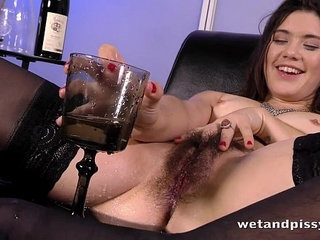 Sofa Squirting for hot chick with an untrimmed pussy | chickpussysofasquirt